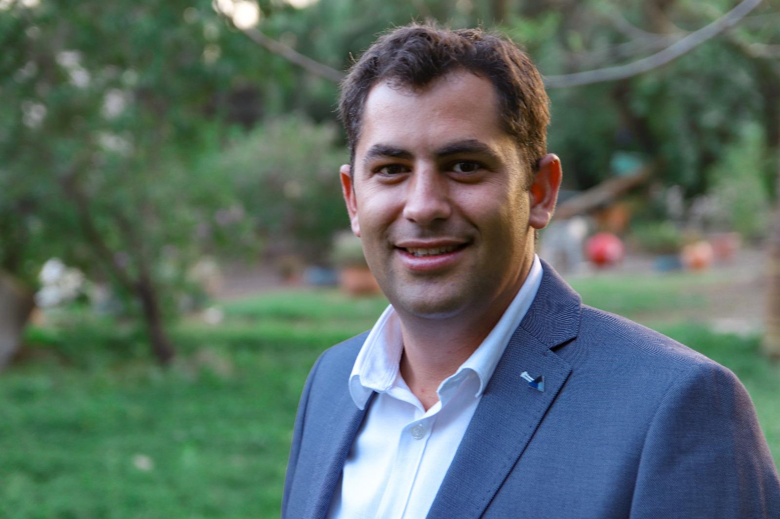 Amichai Davidovich, Associate
